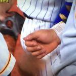 【悲報】巨人・岡本の怪我は深刻か…死球を受けた右手親指について「何も言えません」