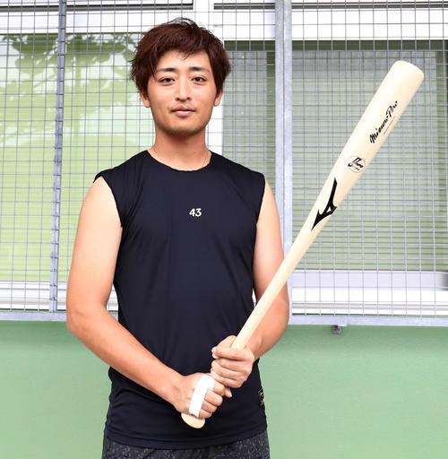 日ハム栗山監督、野手転向の白村に「骨の髄まで一生懸命野球をやりましょう」