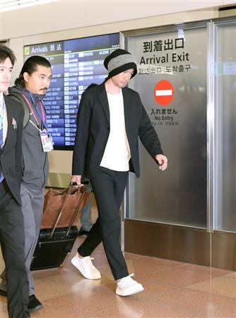 【画像】羽田空港に降り立ったイチロー(45)のファッション