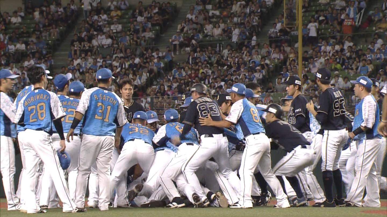 【GIF】西武vs.オリックスで大乱闘発生wwwwwwwwwwwwww