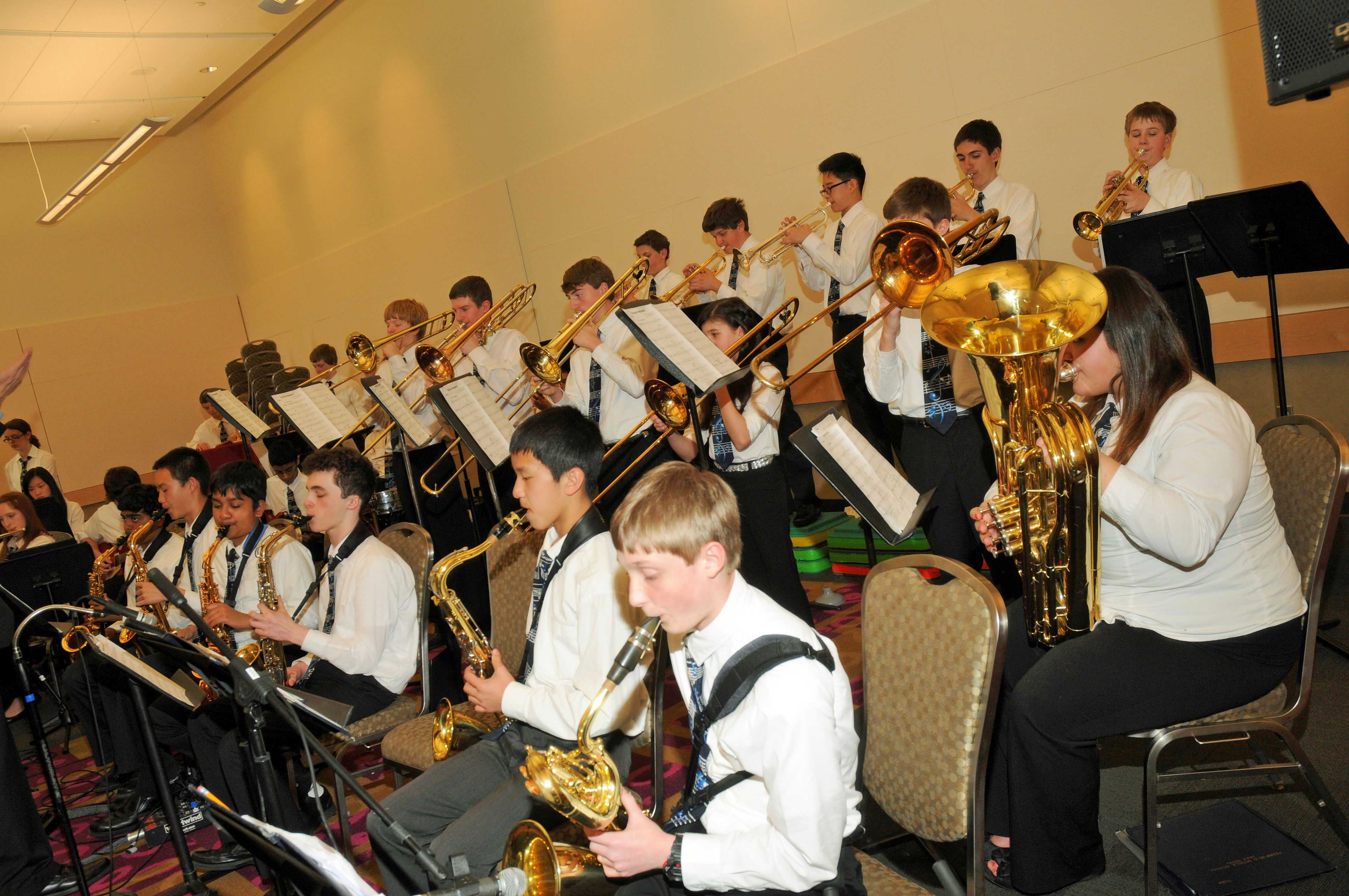 Pennfield Middle School Jazz Band Performs At Pmea