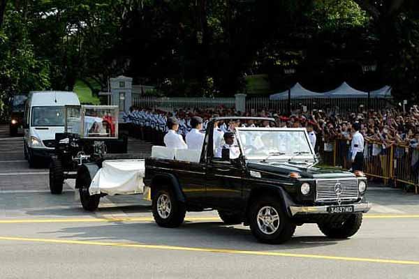 Singapore's founding PM Lee Kuan Yew's casket transferred to parliament house