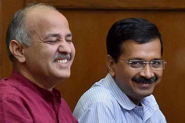 Kejriwal administers oath of office to 21 AAP MLAs as Parliamentary Secretaries