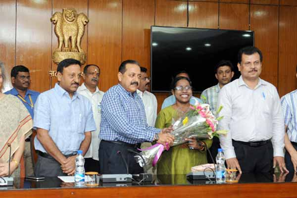 DoPT felicitates visually challenged girl joining IFS