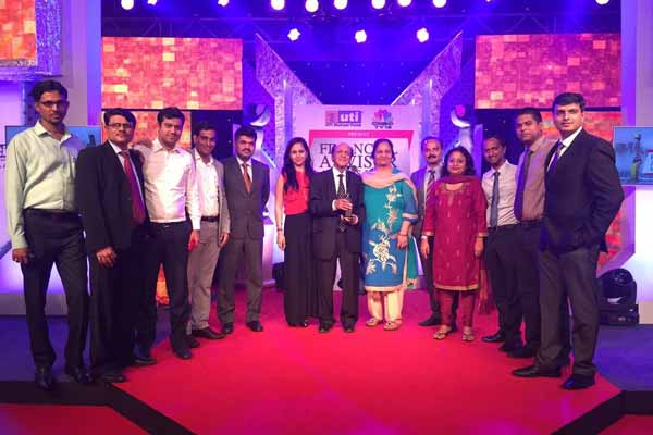 Bajaj Capital receives 'Best performing Financial Advisor Retail' in the CNBCTV18 and UTI Financial Awards 2015