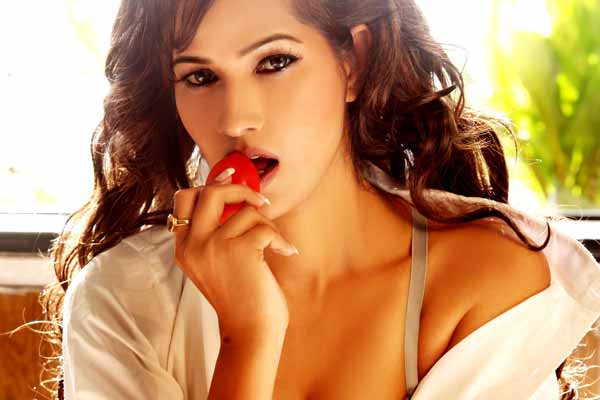 Tanisha Singh gets her new photo shoot for her new film Mrs Robinson