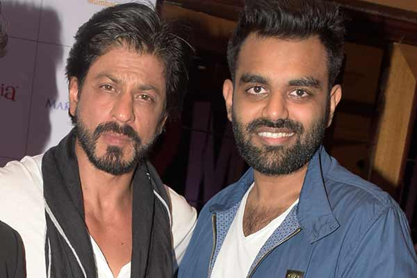 DJ Chetas gave the most unforgettable birthday to Shah Rukh Khan, spinning Mashup of SRK's  hit songs