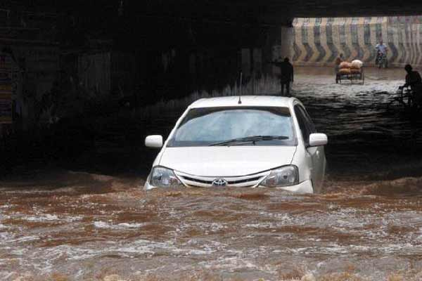 Heavy rainfall in Tamil Nadu: 5 Villages under water, 15 trains cancelled, exams postponed