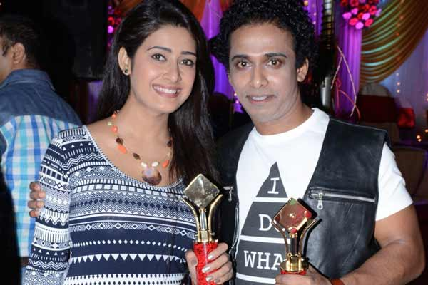 A filmmaker Santosh Sawant and actress Pritika Choudhary felicitated with 'Humlog Awards'
