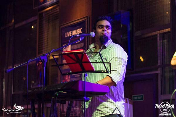Be ready to experience a rocking performance by  Jeson Phillipe at The Beer Café
