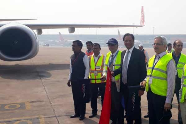 In yet another 'green initiative' SpiceJet flight uses TaxiBot for taxiing to runway