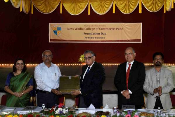 Ness Wadia College of Commerce honours Y.H. Malegam with 'Scholar of the Year' award