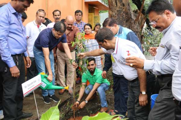 Mahindra Accelo conducts a Tree Plantation Drive in the City in association with Kayastha Parivar Pune and Radisson Blu Pune Hinjawadi