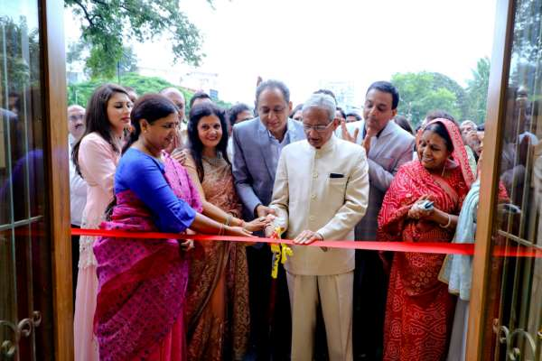 Menswear Raaya inaugurates its new store by presenting occasional wear attires