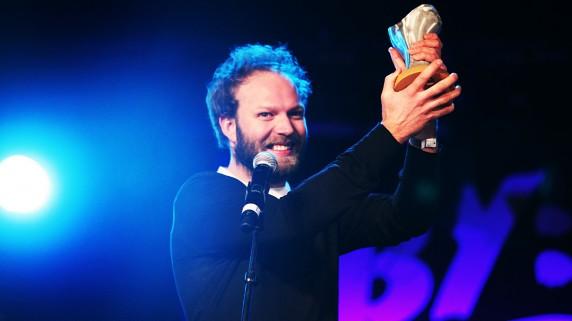 Mathias Eick mottok 800.000 kroner i stipend fra Statoil under Bylarm 2009. (Foto: Kim Erlandsen, NRK P3)