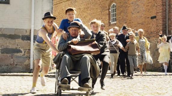 """Olsenbanden Jr. pluss bestefar Eugen Olsen i """"Olsenbanden Jr. Mestertyvens skatt"""" (Foto/Copyright: Nordisk Film)."""