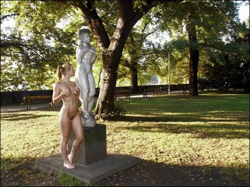 statue imitator