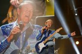 FILE PHOTO: American country music artist Glen Campbell performs during the Country Music Association (CMA) Music Festival in Nashville, Tennessee June 7, 2012. REUTERS/Harrison McClary/File Photo TPX IMAGES OF THE DAY