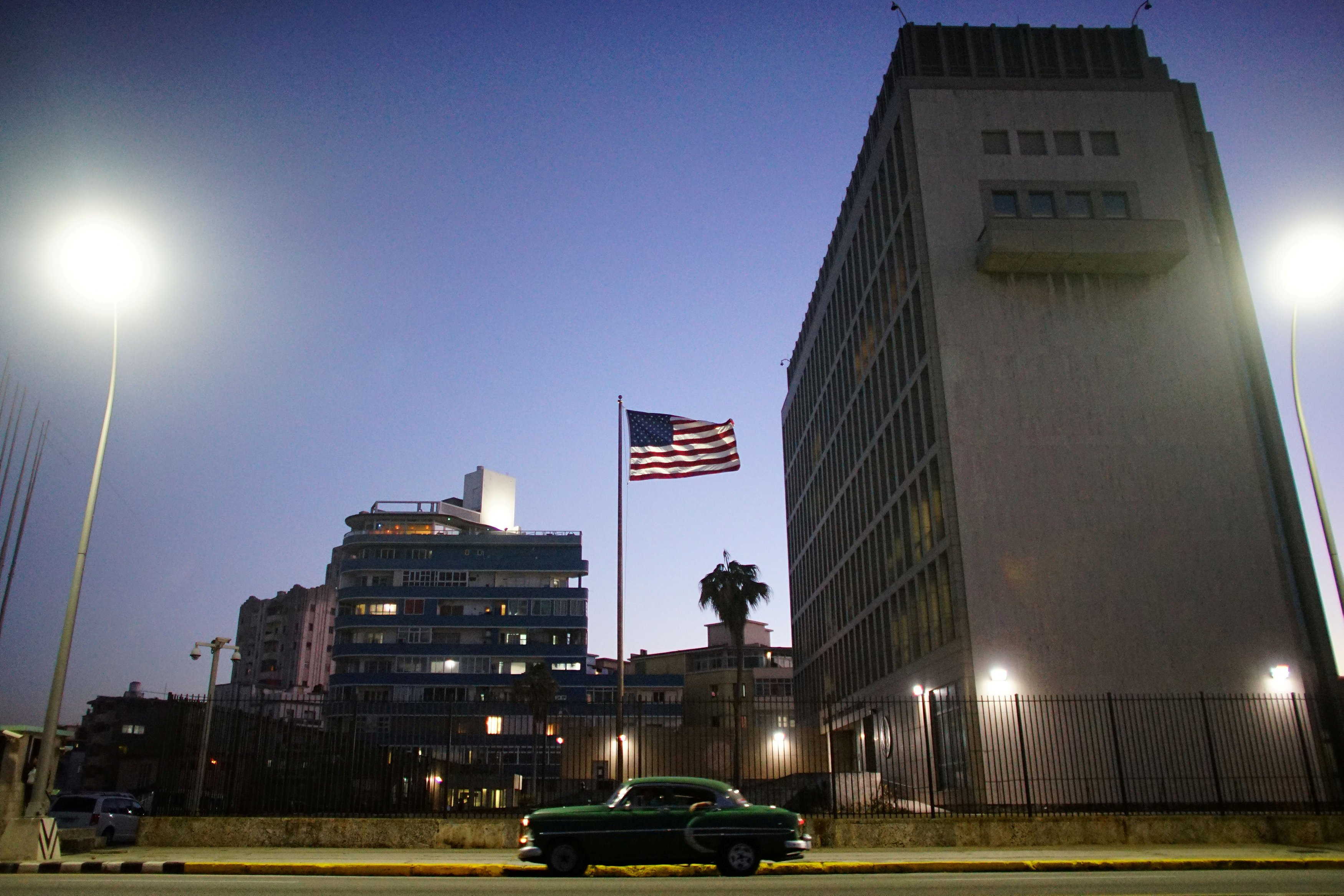 US withdraws 60% of its diplomatic staff from Cuba