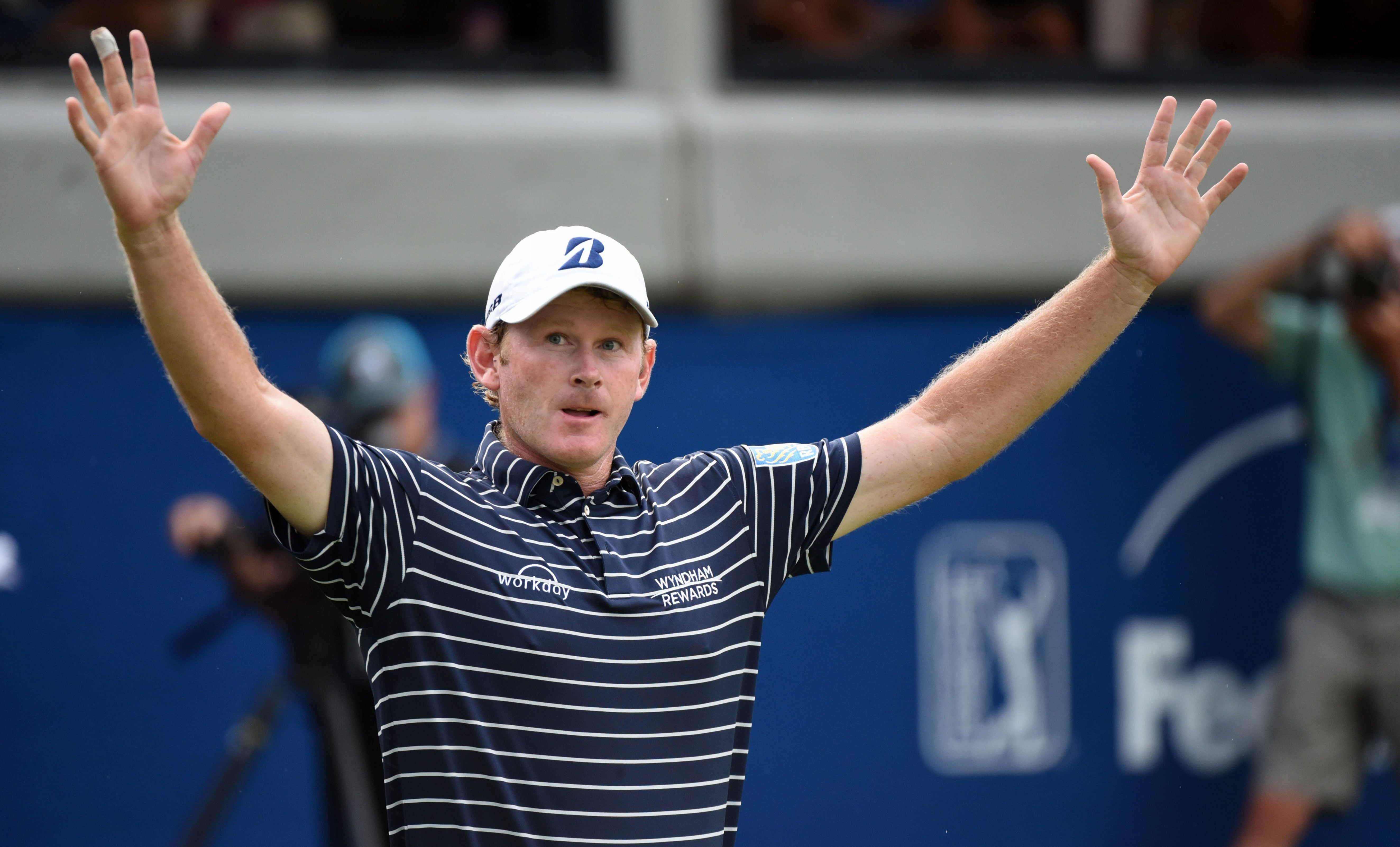Snedeker stays on top at Wyndham Championship