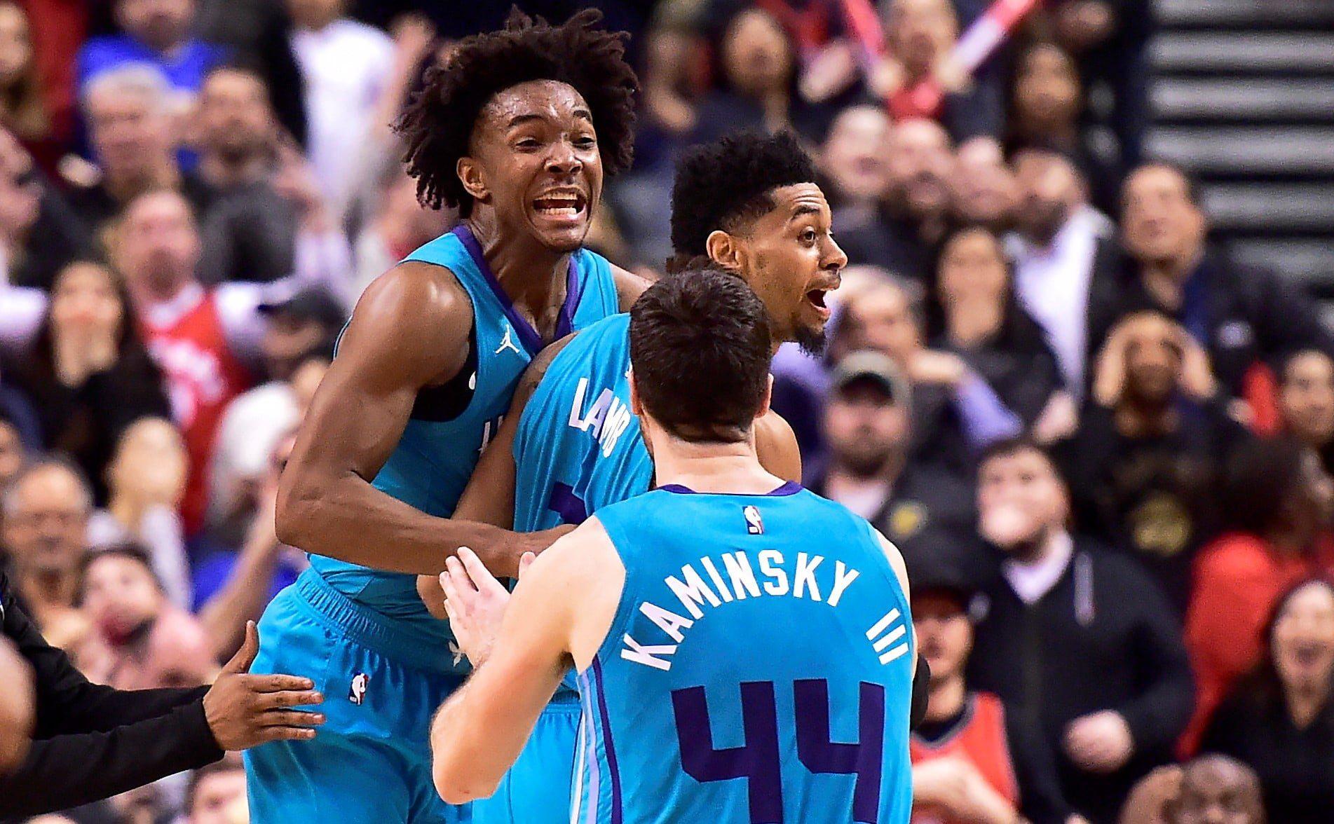 Hornets' buzzer-beater sinks Raptors