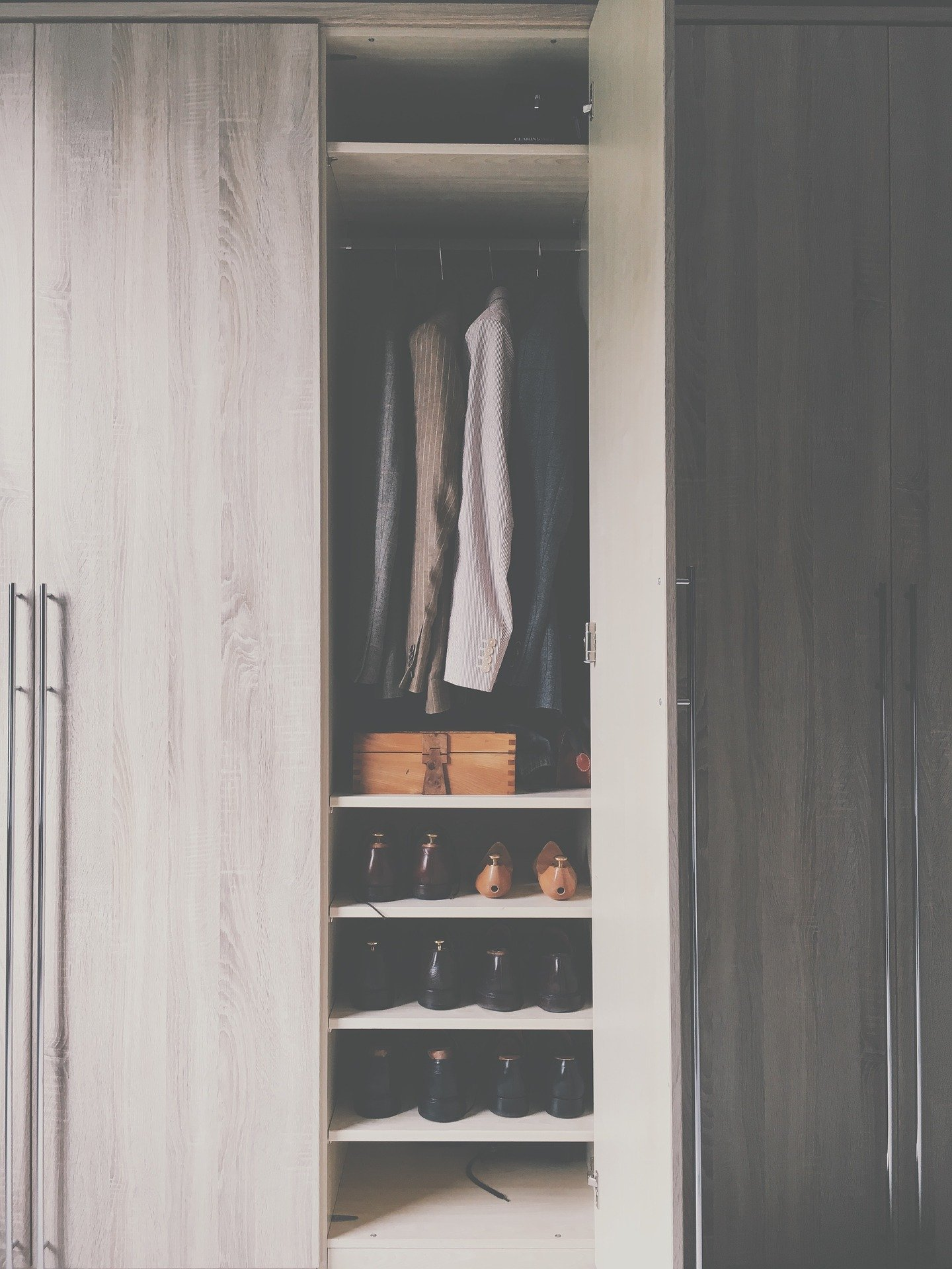 wardrobe 2605328 1920