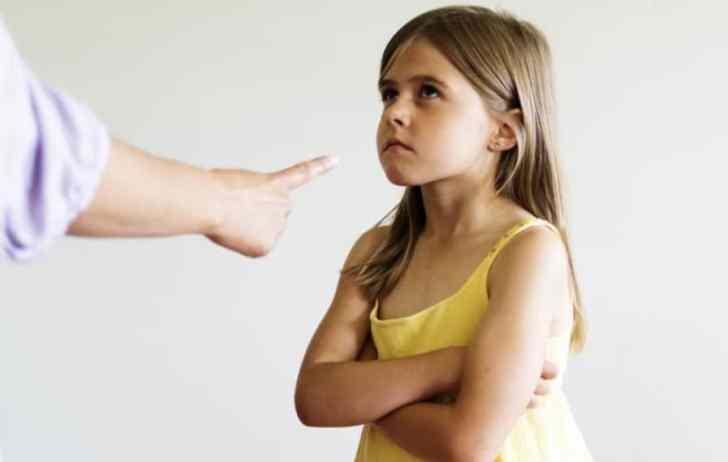 كيف تتعامل مع طفل عنيد لا يسمع الكلام