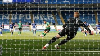 """Photo of """"World Class"""" Schmeichel saves penalty as Leicester draw with Brighton"""
