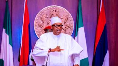 Photo of Criticize us fairly, Buhari appeals to Nigerian Elite