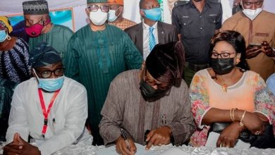 Photo of Former Ogun Gov Daniel registers as APC member