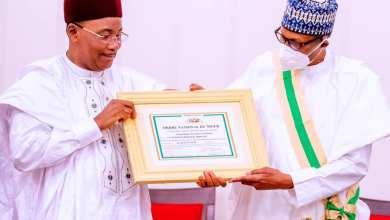 Photo of Buhari Receives Highest Niger Republic Award, Congratulates Outgoing President Mahamadou Issoufou on MO Ibrahim Prize