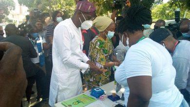Photo of Lagos LG Poll: Sanwo-Olu Casts Votes Alongside Wife In Ikoyi