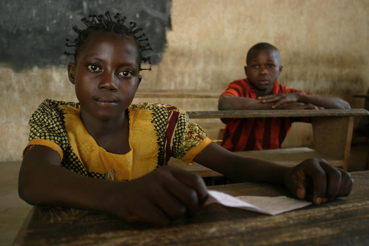 central-african-republic-girl-at-school-pierre-holtz-unicef