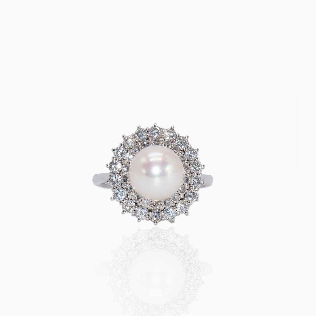 Anillo de Oro Blanco Perla Japonesa y Diamantes