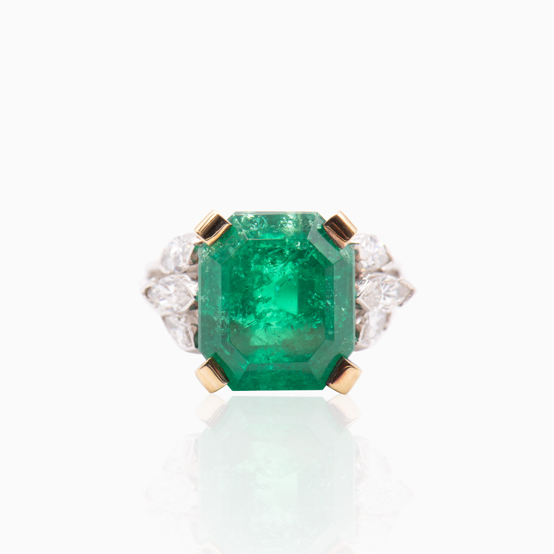 Anillo Oro Blanco y Oro con Esmeralda y Diamantes