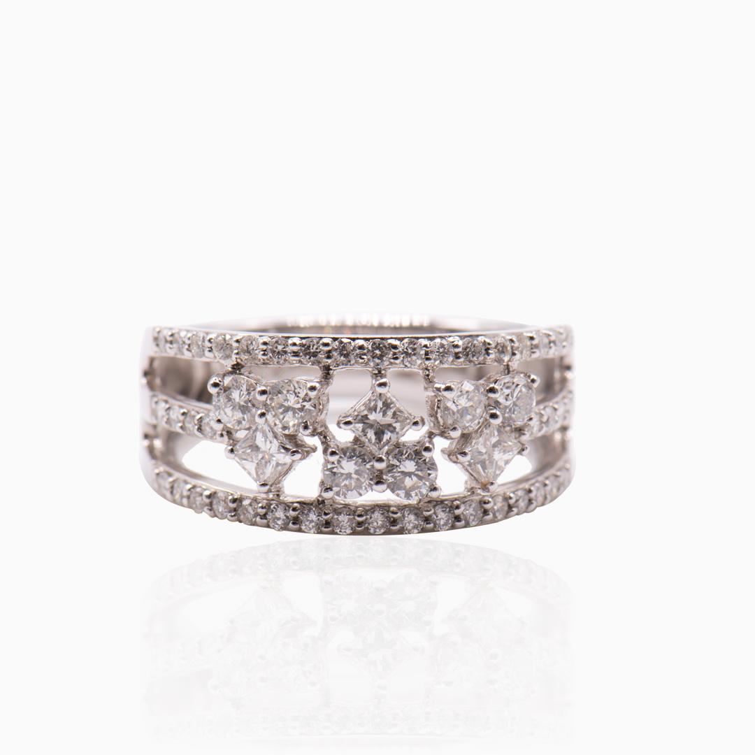 Anillo de Oro Blanco con Diamantes
