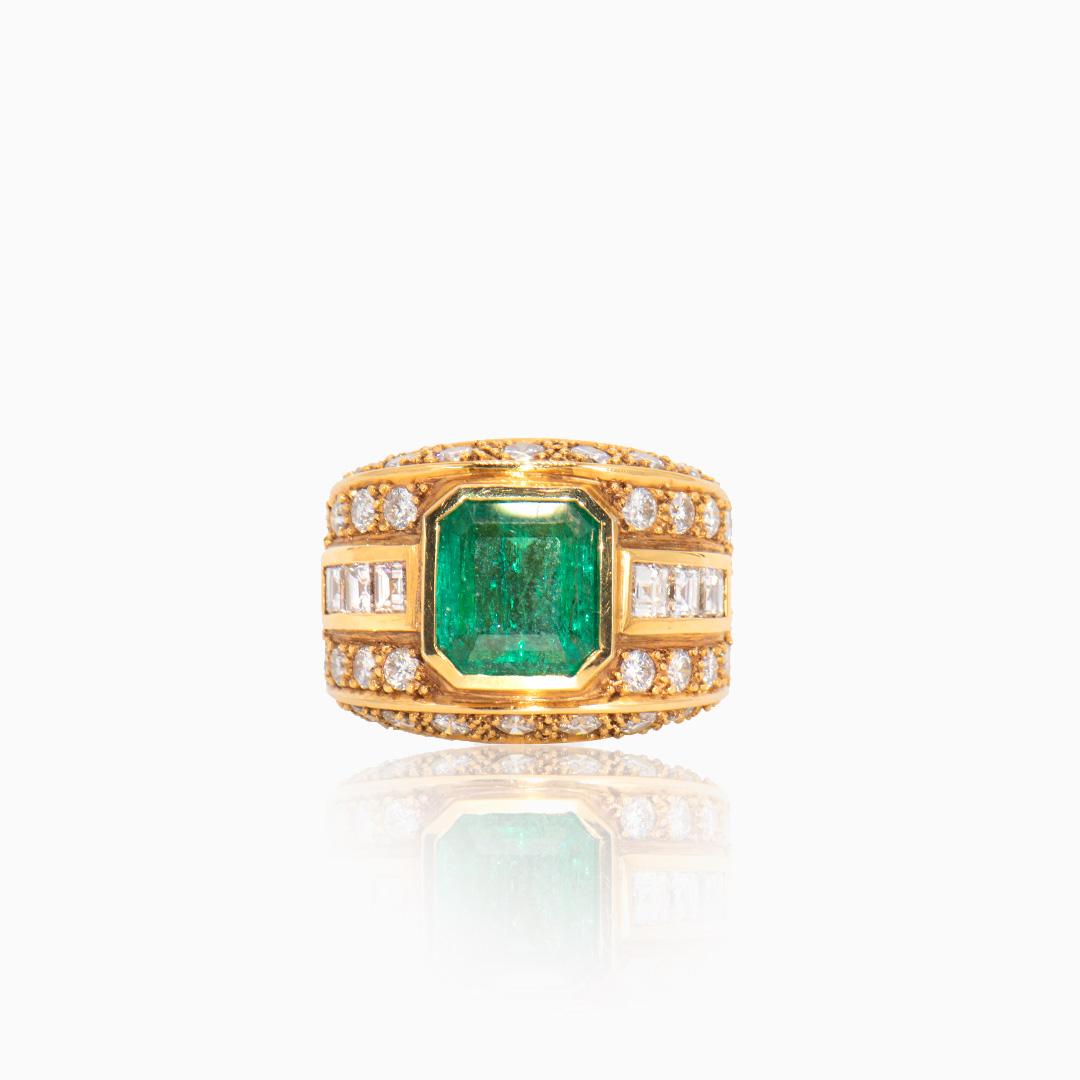 Anillo de Oro con Esmeralda y Diamantes tipo Sello