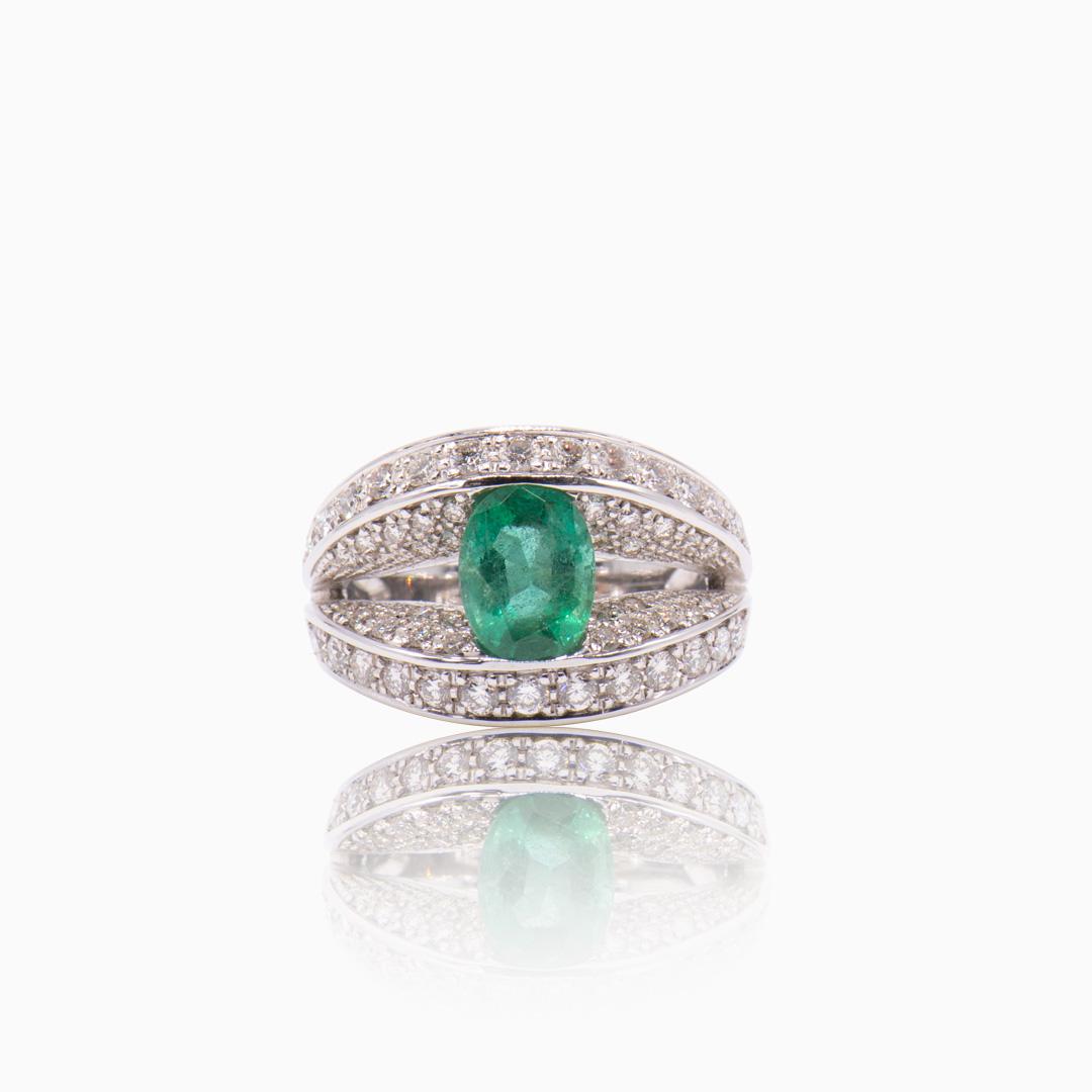 Anillo Oro Blanco Diamantes y Esmeralda