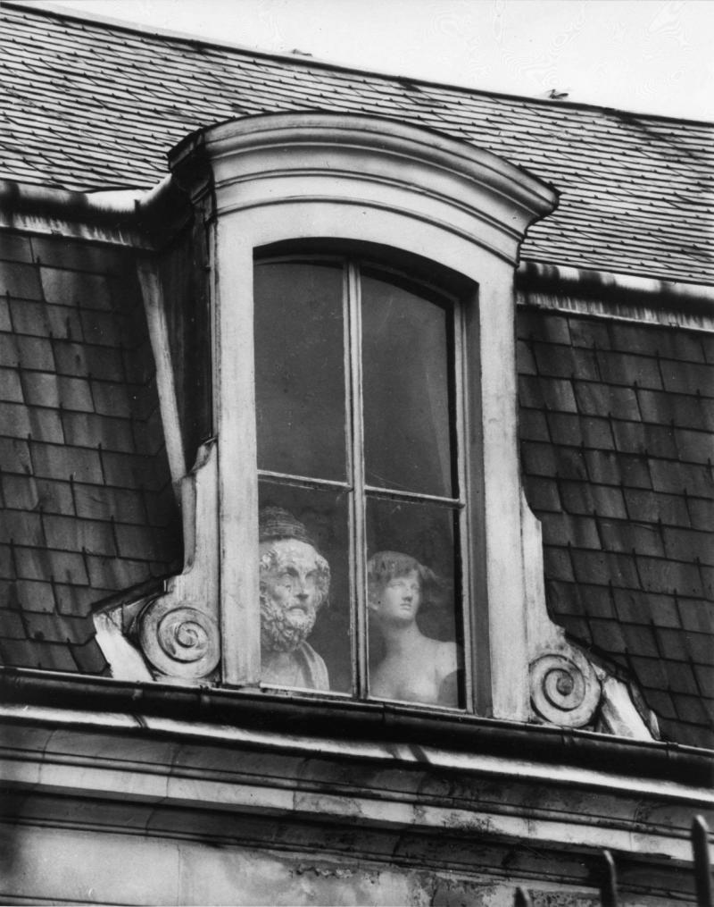 Foto: André Kertész, una ventana en Quai Voltaire París, 1928.