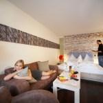 Ob rusikal oder modern: Für jeden Geschmack und Geldbeutel gibt es Zimmer. © Leading Family Hotel & Resort Alpenrose