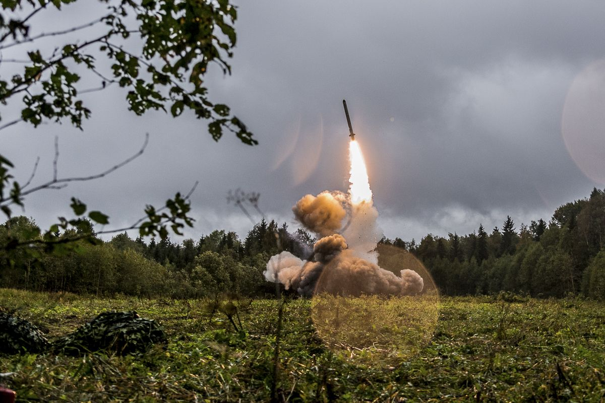 """Launch of the cruise missile of the Iskander-K OTRK during the active phase of the exercise """"Zapad-2017"""" (Leningrad region)."""