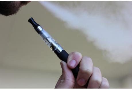 Ηλεκτρονικό τσιγάρο - Το Κέντρο Ελέγχου και Πρόληψης Ασθενειών (CDC) ανακοίνωσε χθες ότι έχει καταγράψει από τα τέλη Ιουνίου 193 κρούσματα μιας σοβαρής πνευμονολογικής πάθησης σε 22 από τις 50 αμερικανικές πολιτείες, η οποία συνδέεται με το ηλεκτρονικό τσιγάρο.