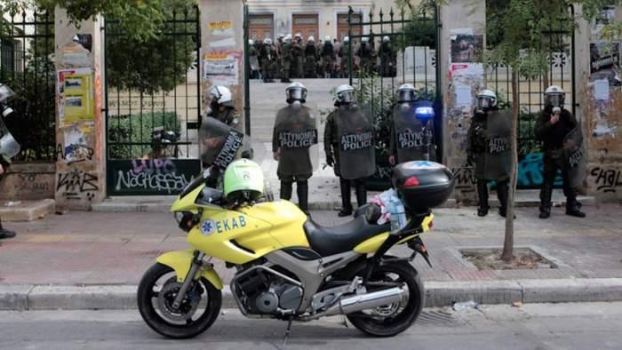 Καταγγελία εργαζομένων ΕΚΑΒ: Αστυνομικά εμπόδια στην περίθαλψη τραυματισμένων φοιτητών