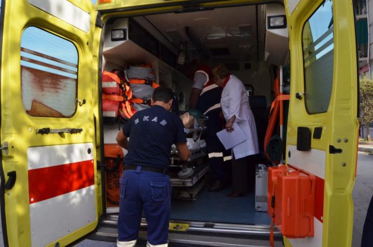 Τροχαίο με ασθενοφόρο του ΕΚΑΒ που μετέφερε δύο νεογνά