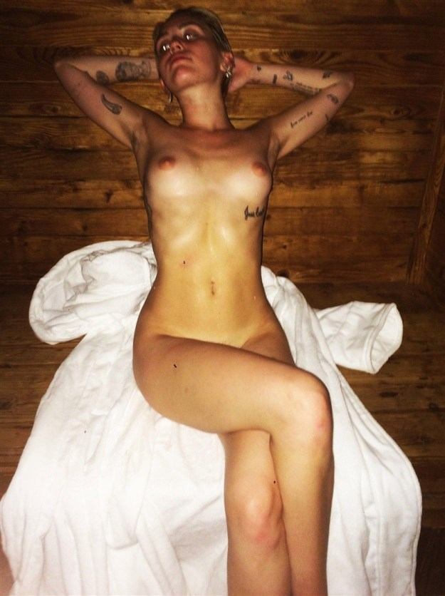 Miley Cyrus Nude Leaked Peeing Outside