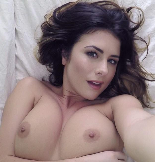 Model Kelly Hall naked selfies