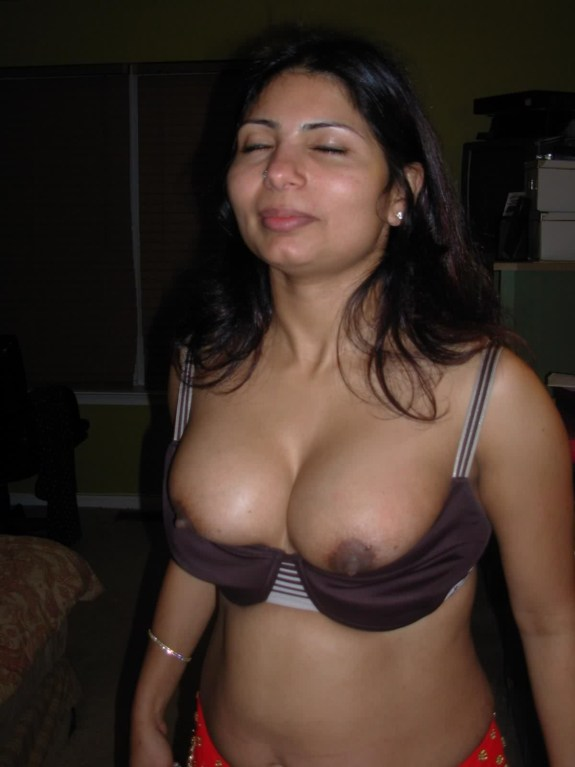 Sexy Kerala Bhabhi Huge Big Boobs Without - Big Boobs Kerala Aunty Mulai Nude Photos