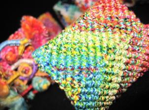 Brazalete trenzado en hilos de seda