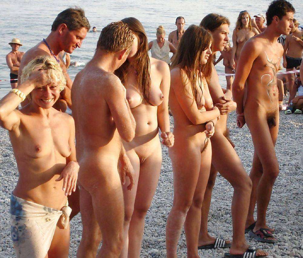 10 reasons to be naked socially