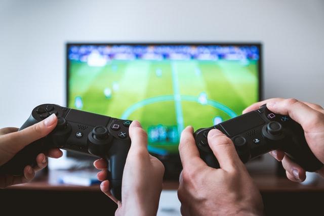Idée naturiste n°55 : jouer nu à des jeux vidéo